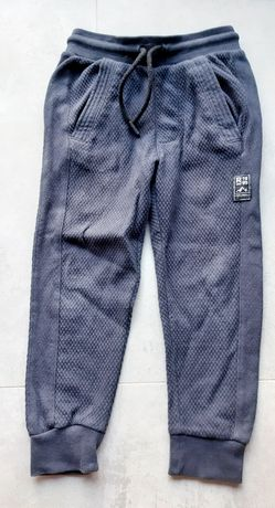 Reserved spodnie dresowe r.104