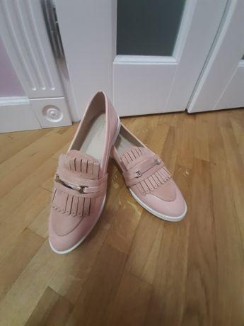 Туфельки нові лаковані