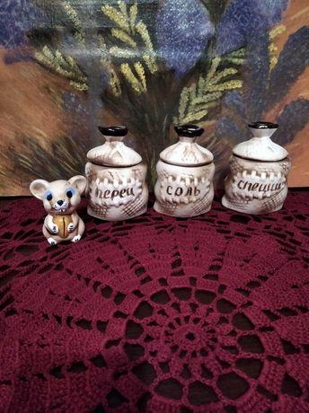 Маленькие глиняные, гончарная керамика, горшочки 3 штуки.