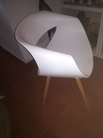 Duas cadeiras completamente novas