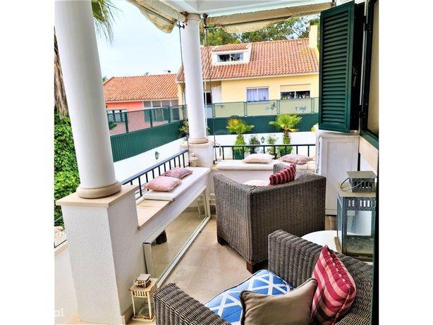 Moradia, com piscina aquecida, Junto ao Club Tenis Estoril