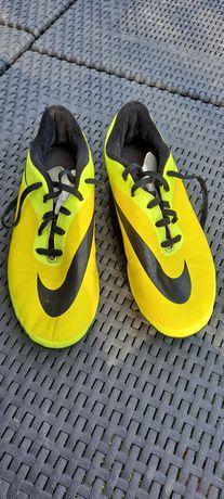 Buty sportowe Nike korki.