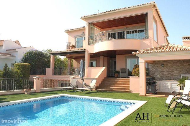 Vivenda de luxo com vistas deslumbrantes de mar e piscina privada