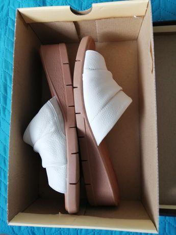 Sandálias novas com salto em cunha, 38/39 da marca USAFLEX quase novas