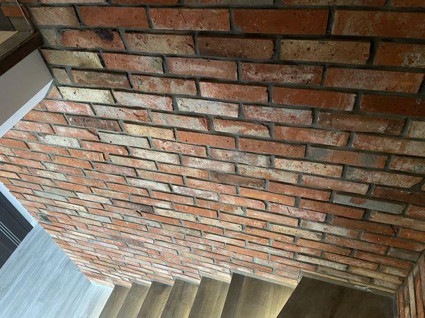 Stara cegła, plytki z cegły, cięta cegła, płytki
