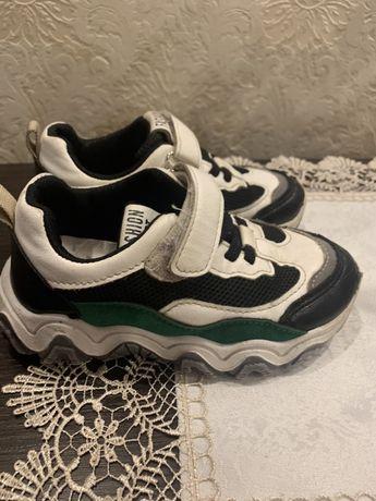 Кросівки 27 розмір