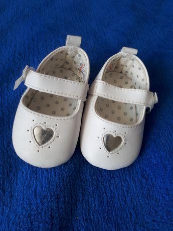 Пинетки, топтики, первая обувь
