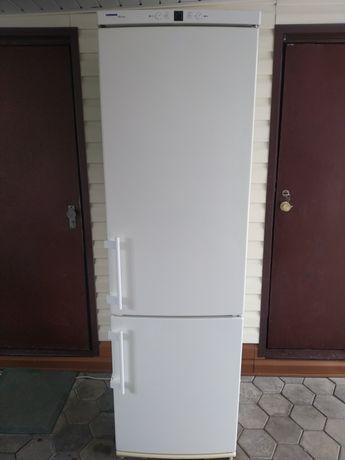 Двухкамерный холодильник в рабочем состоянии!