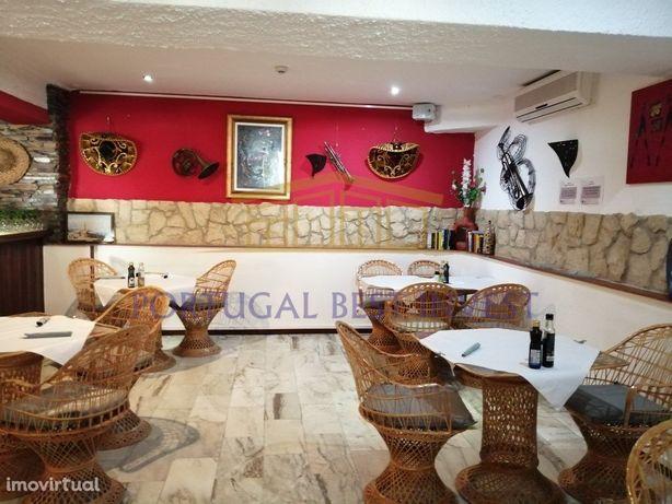Restaurante e Geladaria com Esplanada comum em Ferragudo
