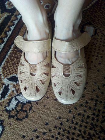 Бежевая женская обувь