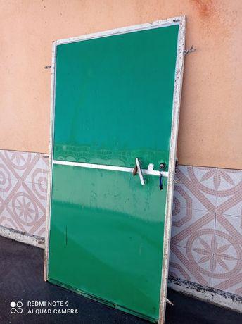 Portão em ferro pintado