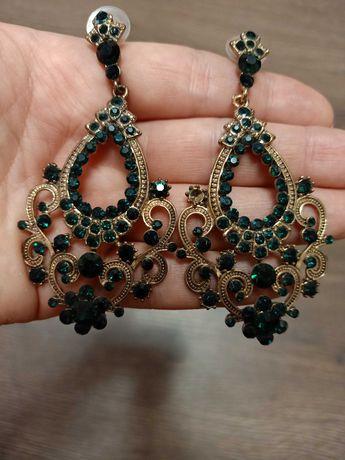 Сережки с зелёным камнем