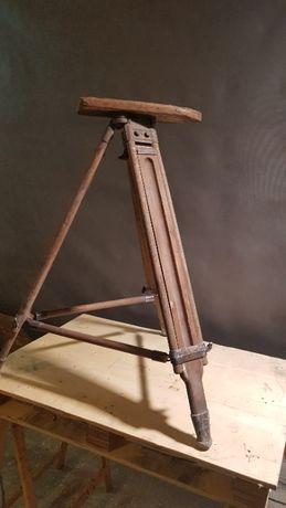Stary drewniany statyw - widoczny ząb czasu - na lampę loft vintage