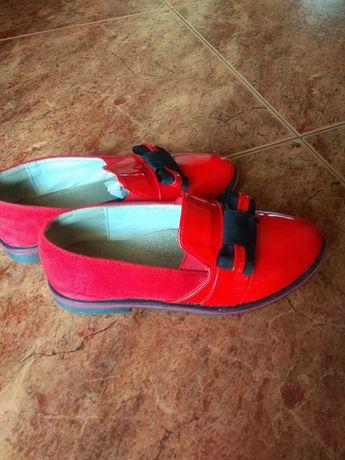 Туфлі червоні дитячі