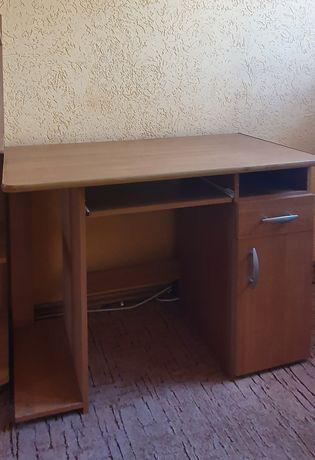 Nieduże biurko z szafką i szufladą