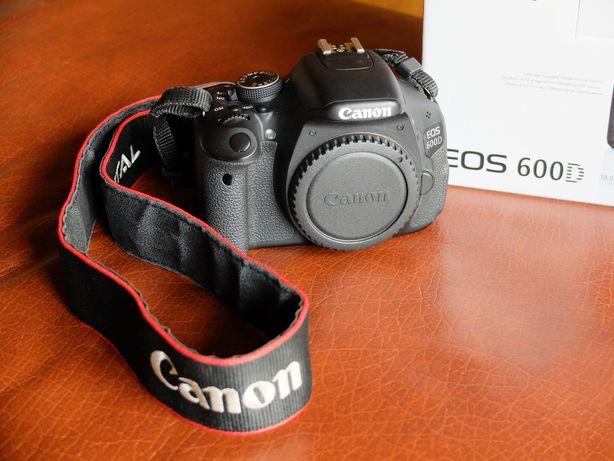 Canon 600D + Canon 18-200mm + canon 50mm + acessórios