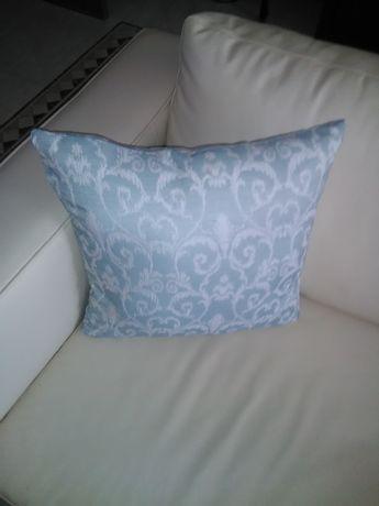 Almofada nova com arabescos cor cinza claro 44x44 5€