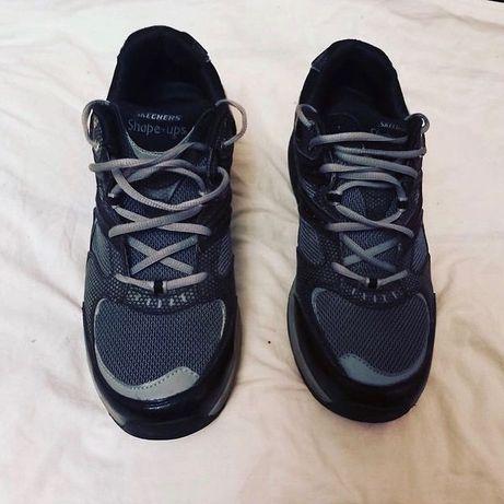 Мужские кроссовки Skechers в отличном состоянии