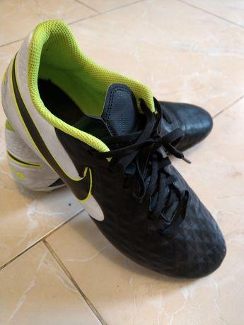 Футбольные буцы Nike