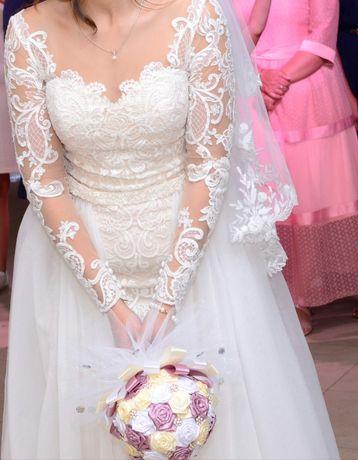 Сдам в аренду свадебное платье со шлейфом