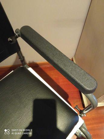 Cadeira de rodas com vaso sanitário