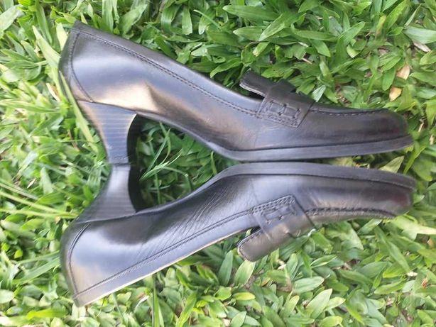 """Vendo Sapatos 38 pretos pele Senhora """"Aerosoles"""" - portes grátis"""