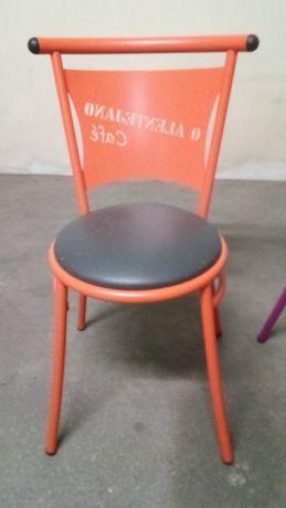 Cadeiras e mesas de cafe