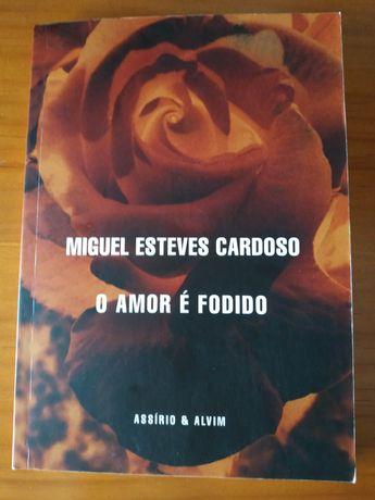 """""""O Amor é Fodido"""" de Miguel Esteves Cardoso"""