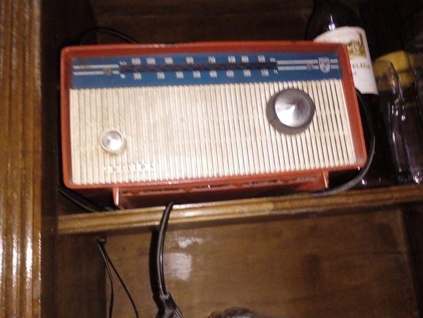 Vende-se rádio antigo
