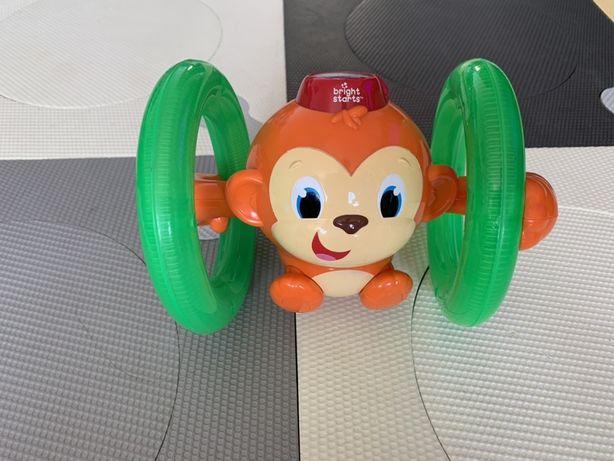 Fikająca Małpka do raczkowania Bright Starts