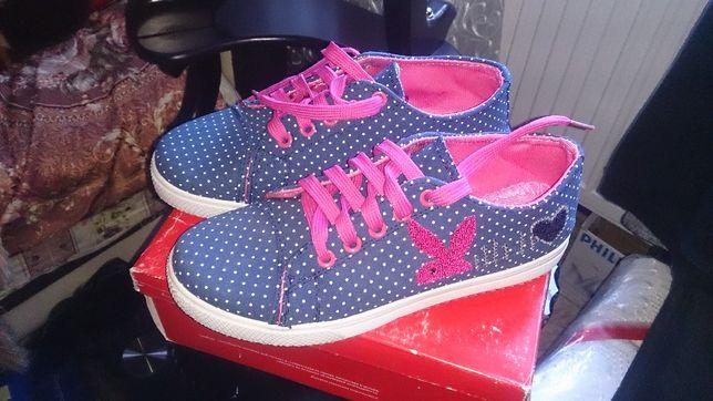 Продам новые женские кроссовки.