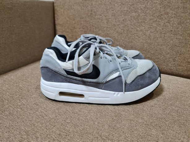 Кроссовки Nike оригинал р.35