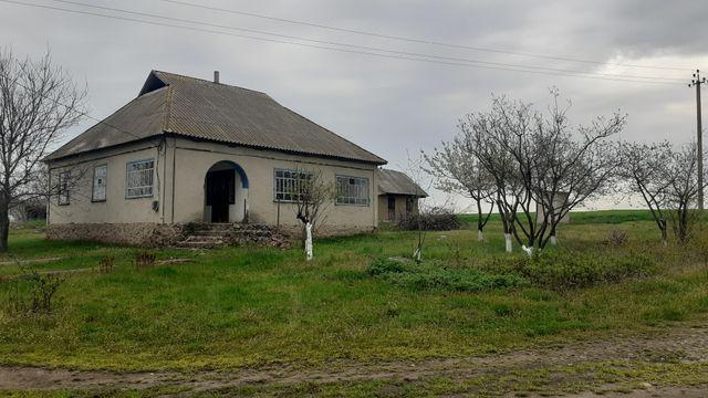 Продам дом в смт ольшанка по улице М.Червенко 48 .Возможна рострочка.