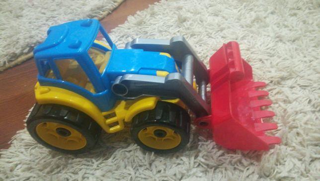 Трактор с ковшом!