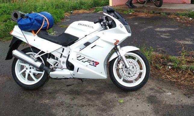 Мотоцикл Honda vfr 750