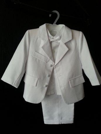 белый костюм с рубашкой, бабочкой и кепкой