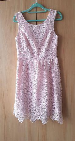 Ażurowa sukienka pudrowy róż 36