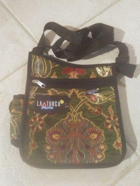 Piękna torebka z haftem