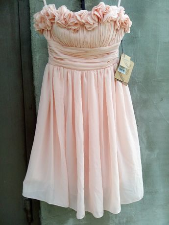 Торжественное короткое пудровое вечернее платье