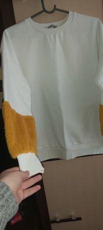Biała bluza bershka