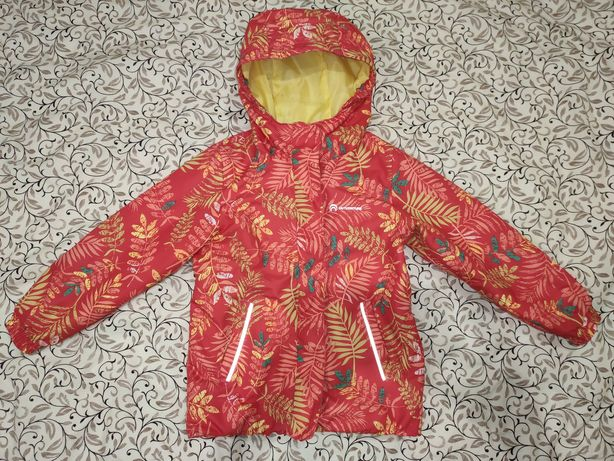 Почти новая осенне-весенняя куртка для девочки