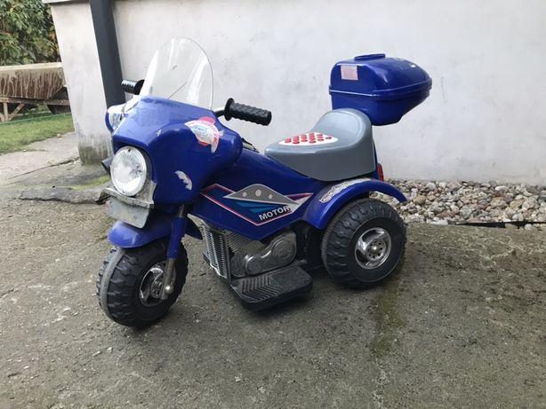 Motorek na akulumator