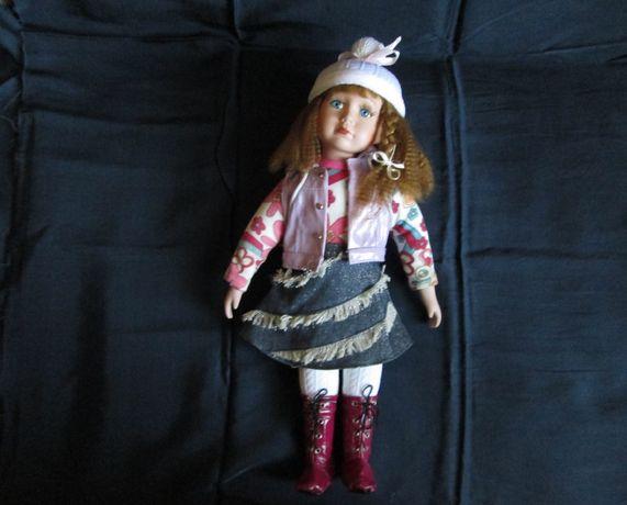 Фарфоровая кукла, 40 см.