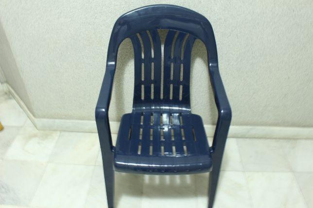 4 Cadeiras de Braços Marca Curver para Exterior Azuis Resistentes