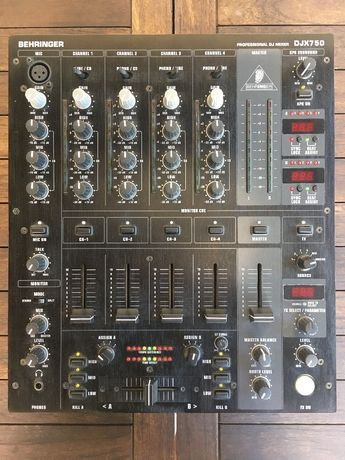 Mesa de Mistura Behringer DJX750