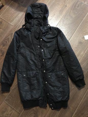 Теплая демисезонная черная куртка женская
