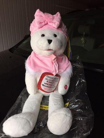 продаю игрушку мишутка маленькая в подарок)и два Микки Мауса девочка и