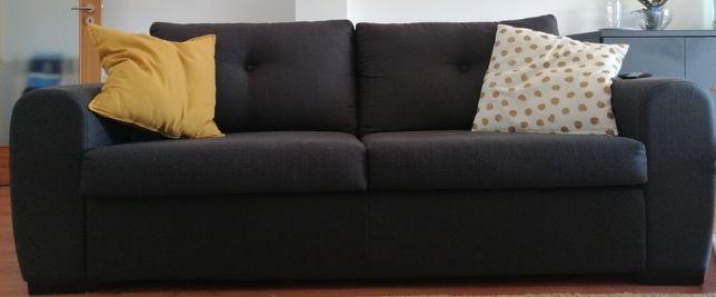 Vendo 2 sofás em muito bom estado.