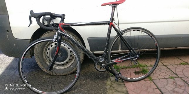 Продам шоссейный итальянский карбоновый велосипед