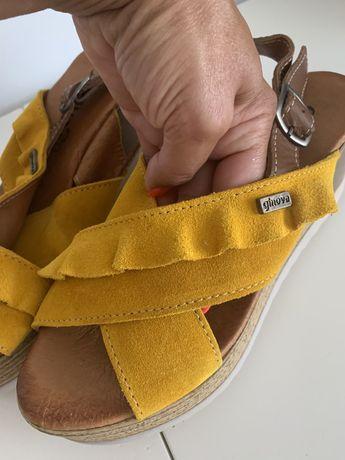 Sandalias em pele tamanho 39